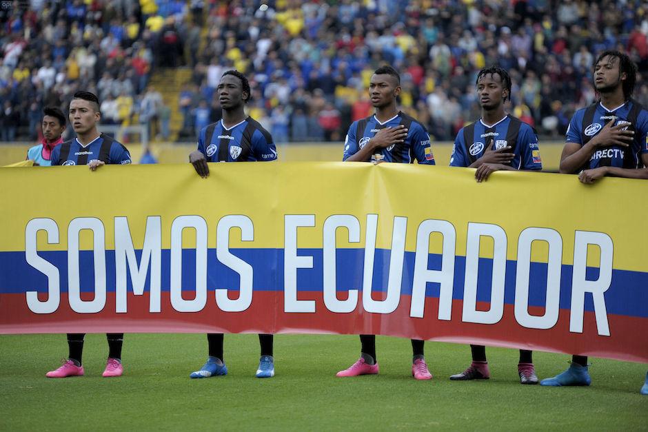 2016-04-28-QUITO-ECUADOR. Por Copa Libertradores de America el Independiente del Valle recibe en el Estadio Olimpico Atahualpa al combinado de River Play de Argentina, Este partido es en beneficencia de los afectados por el Terremoto de Ecuador. APIFOTO/JUAN RUIZ