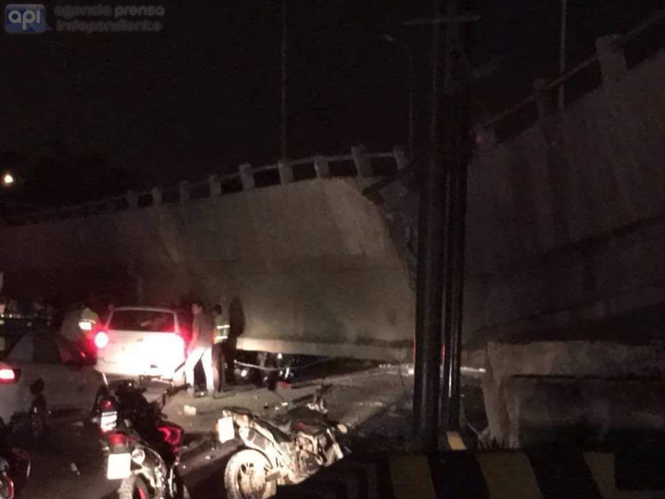 Avenida de las Américas, en Guayaquil, tras terremoto 7.8. API/