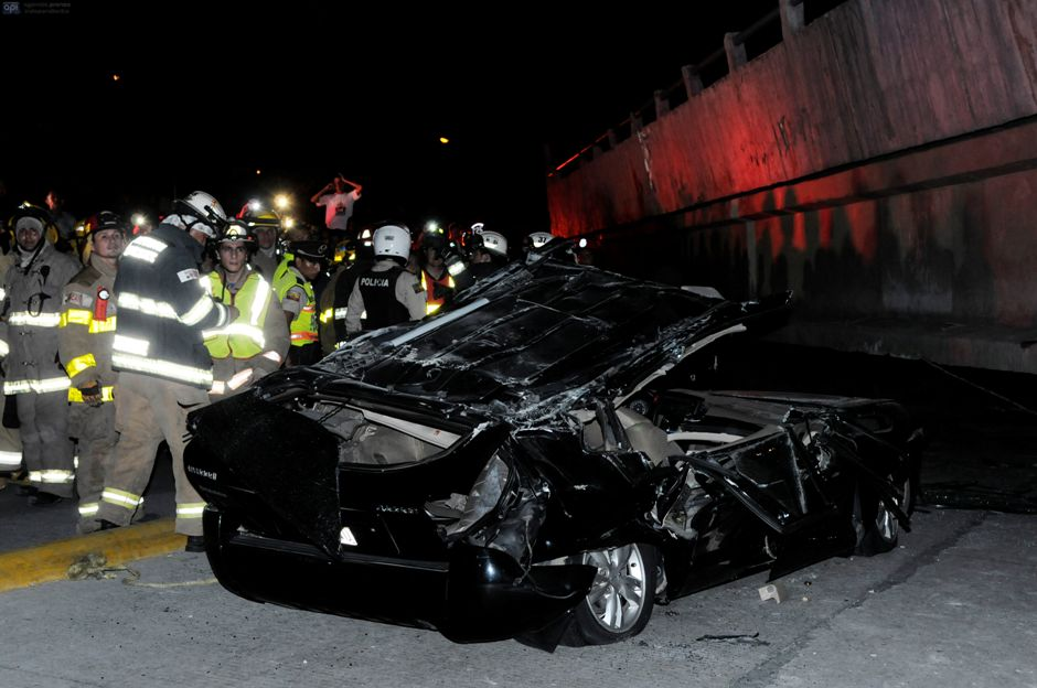 Guayaquil, tras el terremoto 7.8. Foto en la Avenida de las Américas. API/Marcos Pin.