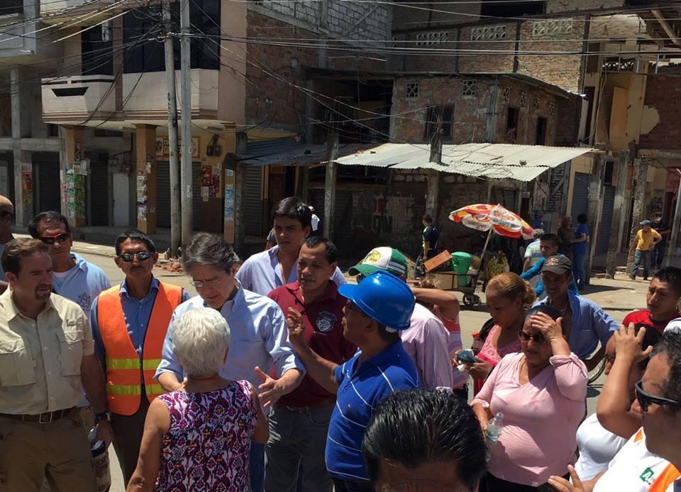 El líder de CREO, Guillermo Lasso, en Portoviejo, el 19 de marzo de 2016. Foto tuiteada por CREO.