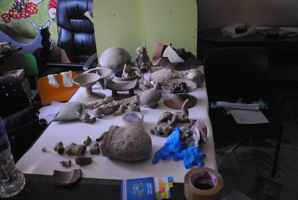 Piezas rescatadas en el Museo de Jama, luego del terremoto. Fotos de Nicolás Ontaneda para La República.