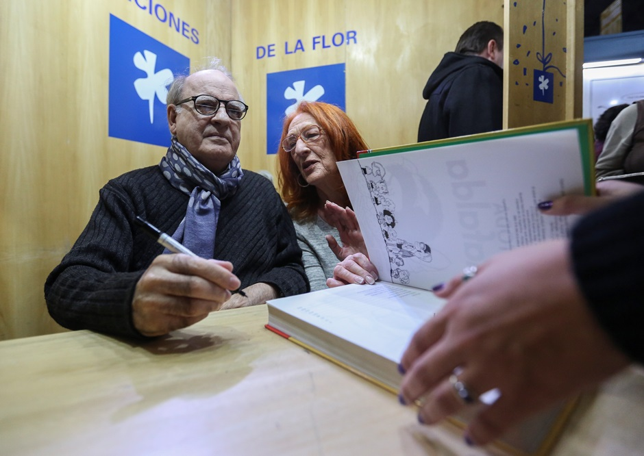 Quino firma libros, foto: EFE/David Fernandez