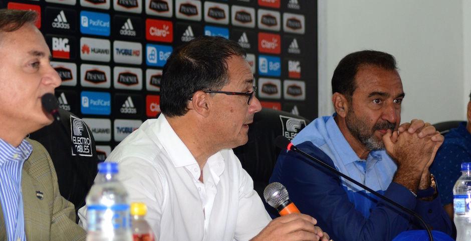 GUAYAQUIL - ECUADOR (29-05-2016). El uruguayo Alfredo Arias llegó a Guayaquil y fue presentado como nuevo Director Técnico del Club Sport Emelec. API FOTO / EDUARDO OCHOA