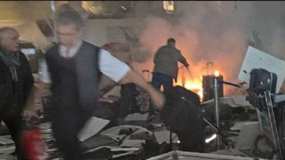 Imagen difundida en Twitter tras los atentados en el aeropuerto de Estambul, el 28 de junio de 2016.