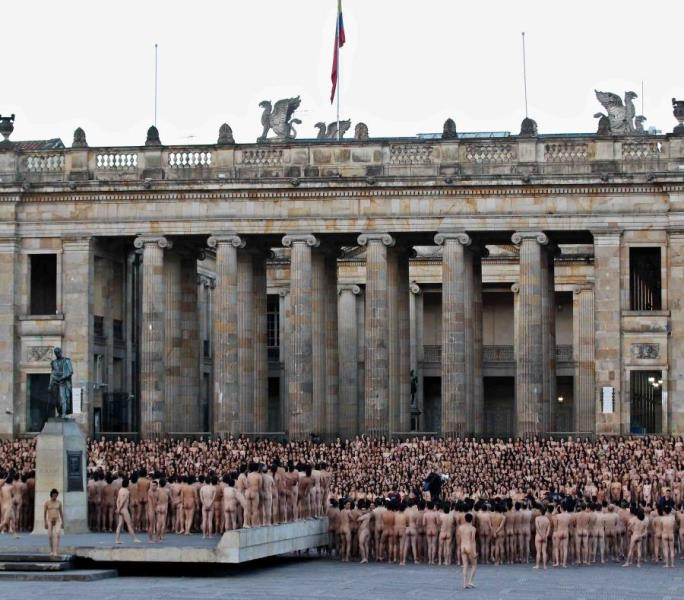 miles se desnuda en Bogotá