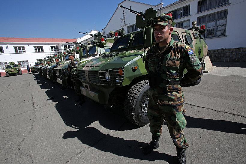 CHINA ENTREGA 31 VEHÍCULOS BLINDADOS A LAS FUERZAS ARMADAS DE BOLIVIA