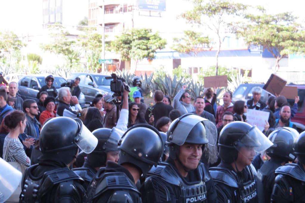 A horas de la tarde, familiares de detenidos y defensores de derechos humanos se concentraron para exigir habeas corpus a cubanos.