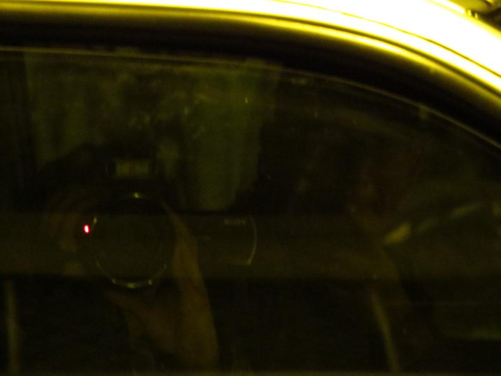 Desconocido, en automóvil sin placas, fotografiando a familiares de cubanos y defensores de Derechos Humanos.