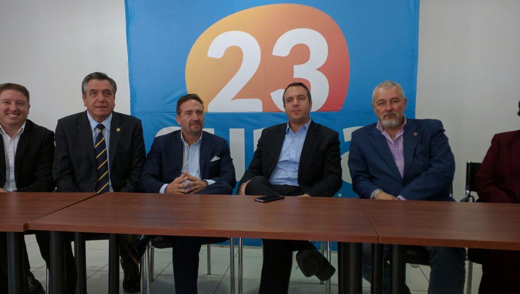 Líderes del movimiento SUMA reunidos en la ciudad de Quito.