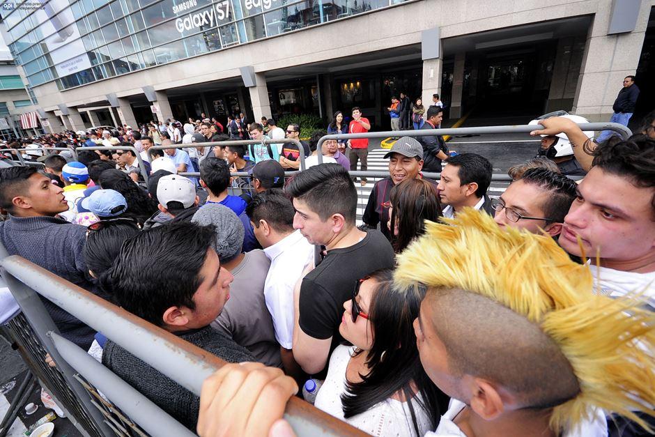 Fila fuera del Quicentro, el 18 de julio de 2016, para comprar entradas a la Final de la Libertadores. Foto API