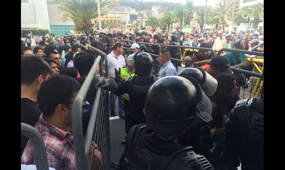 Afueras del Estadio Atahualpa, el 18 de julio de 2016. Foto tuiteada por la periodista de Ecuacvisa Denisse Molina.
