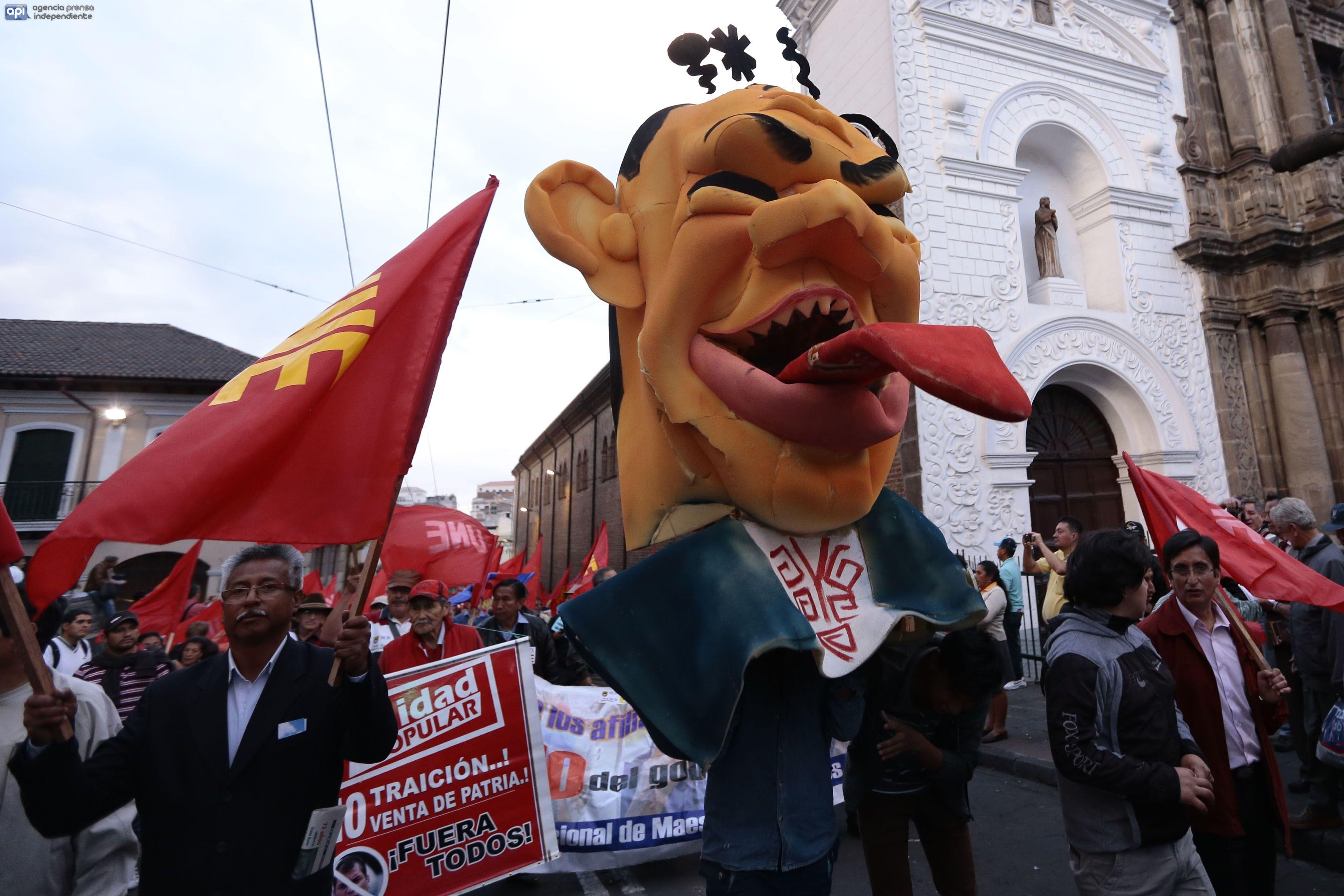 Marcha de la UNE en Quito. Foto API.