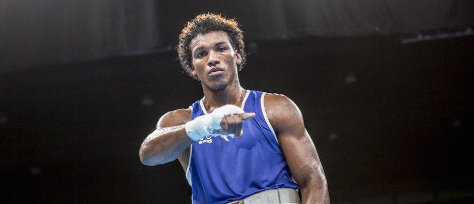 El ecuatoriano Carlos Mina celebra su triunfo, en el boxeo de Rio 2016. Foto de la International Boxing Association