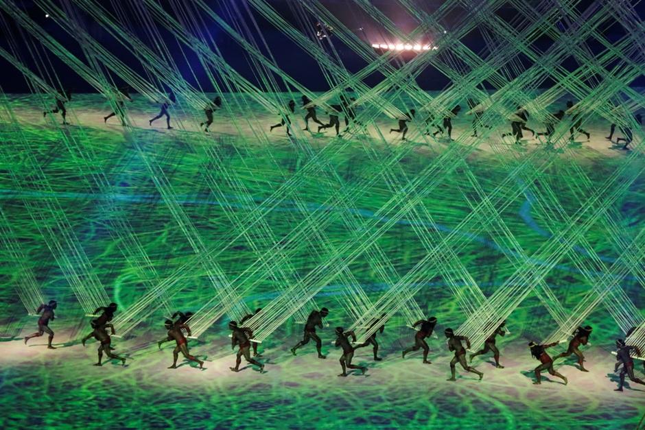 Bailarines en la ceremonia inaugural de los Juegos Olímpicos 2016 en Río de Janeiro, Brasil, el viernes 5 de agosto de 2016. (Foto AP / Robert F. Bukaty)