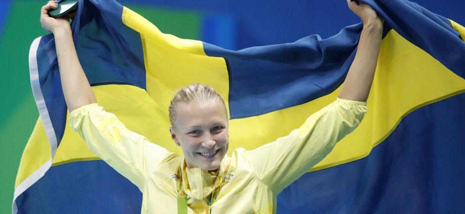 sueca sjostrom rompe el rcord del mundo para lograr el oro en mariposa