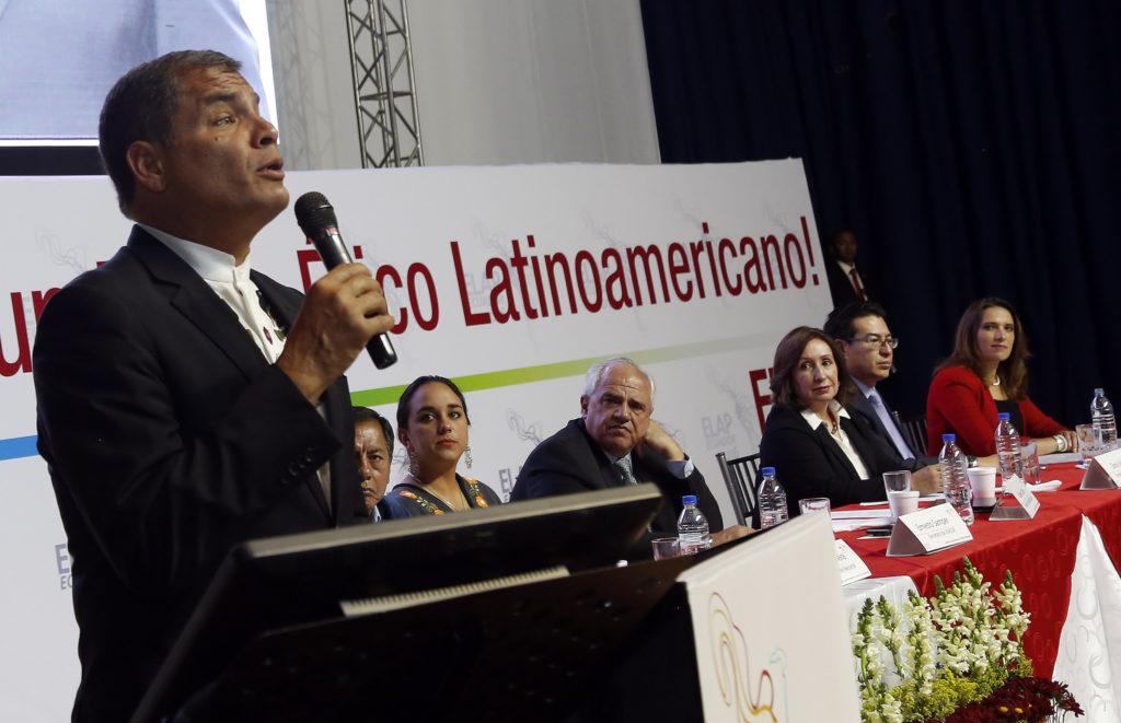 """Quito (Pichincha), 28 septiembre 2016.- El Presidente de la República, Rafael Correa, asistió a la inauguración del Tercer Encuentro Latinoamericano Progresista (ELAP), realizado en Quito. Posteriormente, brindó la Conferencia Magistral """"La economía en tiempos de cambio"""". Foto: Santiago Armas / Presidencia de la República."""