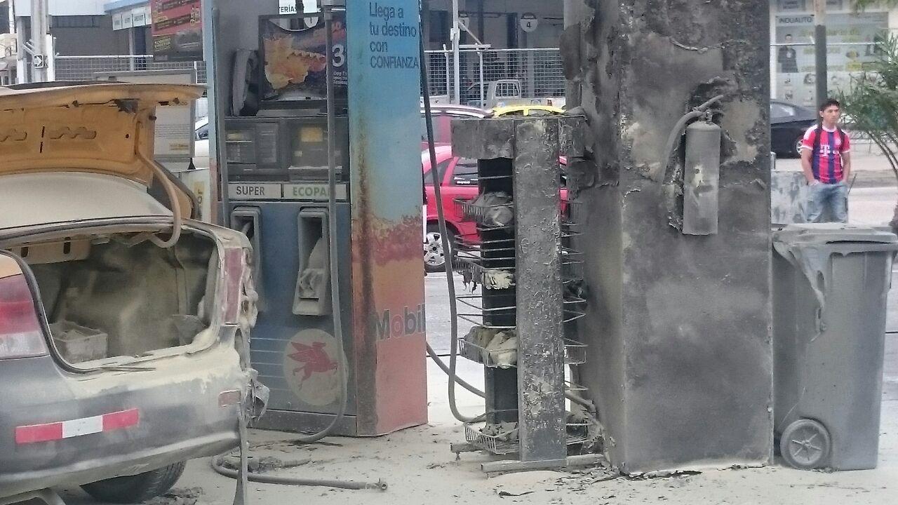 Incendio gasolinera Mobil de La Garzota.