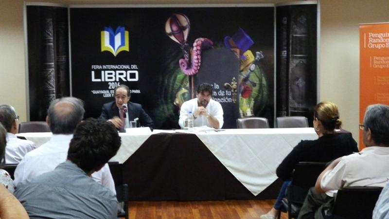 Jorge Ortiz y Carlos Vera en Feria del Libro Gye 2016 Foto larepublica.ec