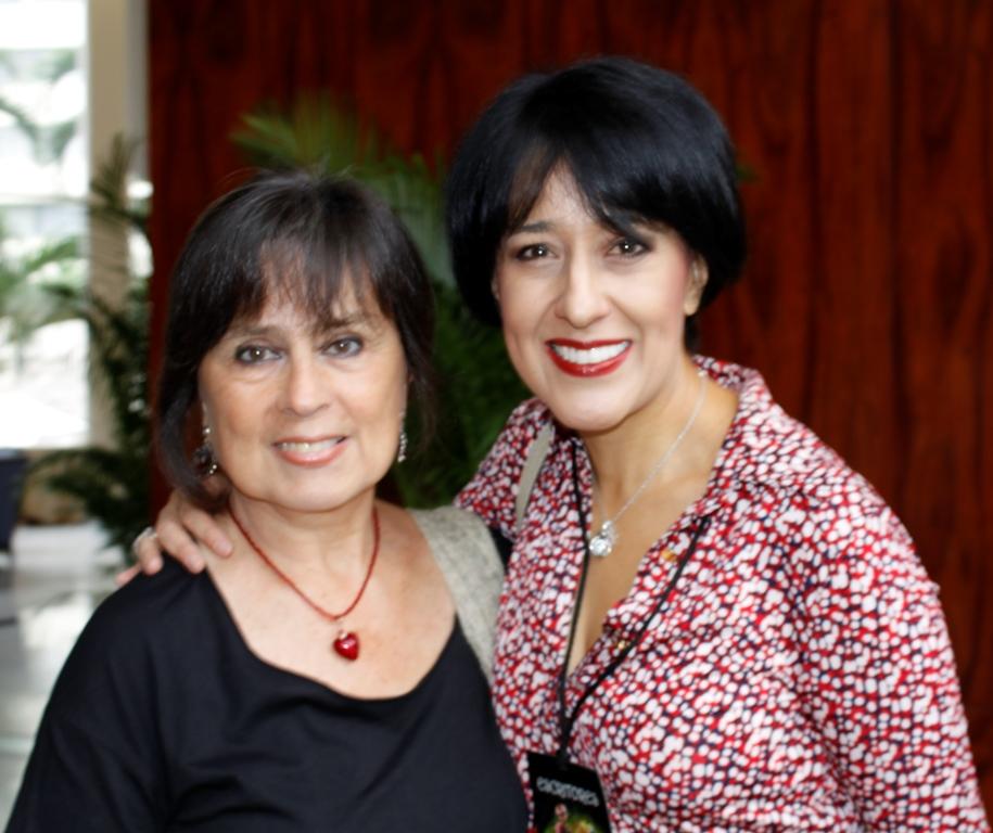 Laura Restrepo y María Fernanda Heredia en la Feria del Libro Gye 2016. La Republica.ec