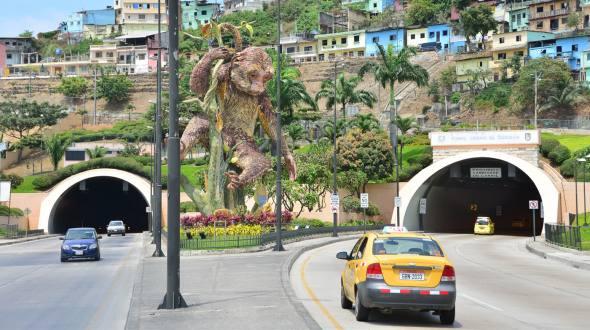 Cierre túneles de los cerros Santa Ana y el Carmen. Foto: www.eluniverso.com