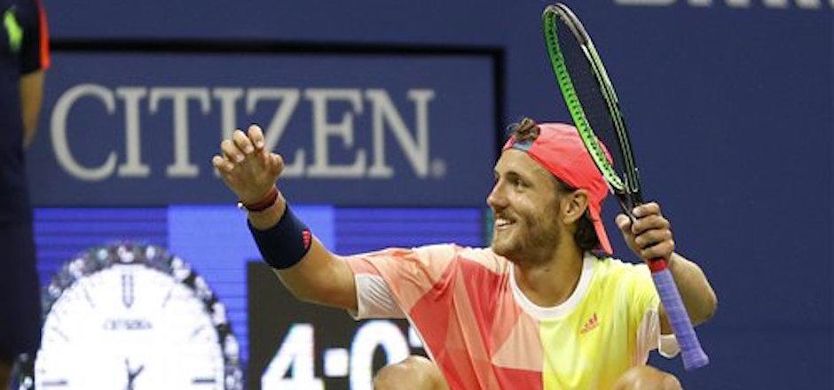 El francÈs Lucas Pouille tras vencer al espaÒol Rafael Nadal en la cuarta rondal del US Open, el domingo 4 de septiembre de 2016. (AP Foto/Alex Brandon)
