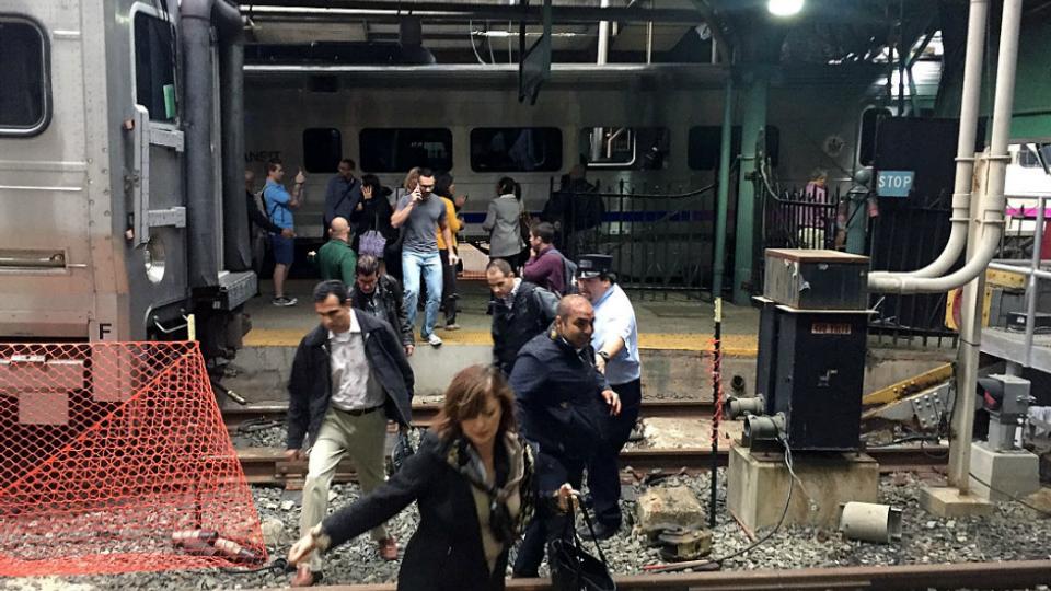 Un muerto y una decena de heridos muy graves en accidente de tren en ...