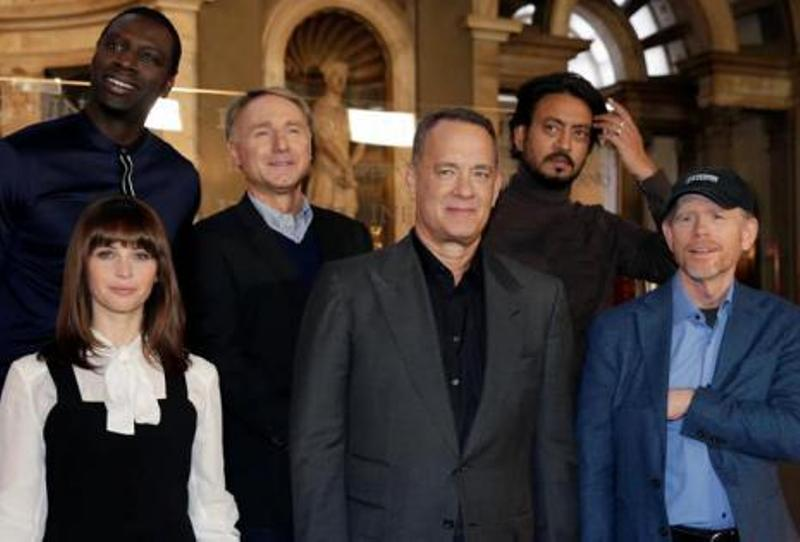 El director Ron Howard posa con los actores Tom Hanks, Felicity Jones, Omar Sy Foto: eldeber.com.bo