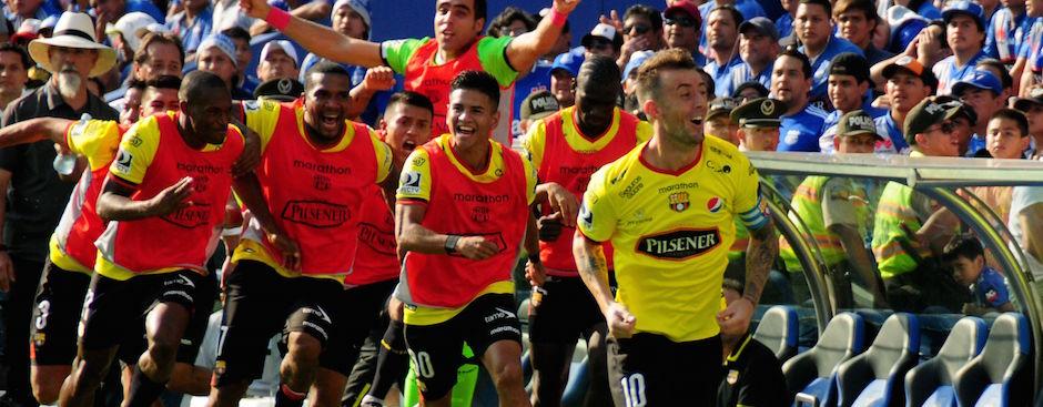 GUAYAQUIL - ECUADOR (26-10-2016). Partido Emelec - Barcelona, Clásico del Astillero, jugado en el estadio Capwell, válido por la Fecha 3 (Segunda Etapa) del Campeonato Ecuatoriano 2016. API FOTO / ARIEL OCHOA