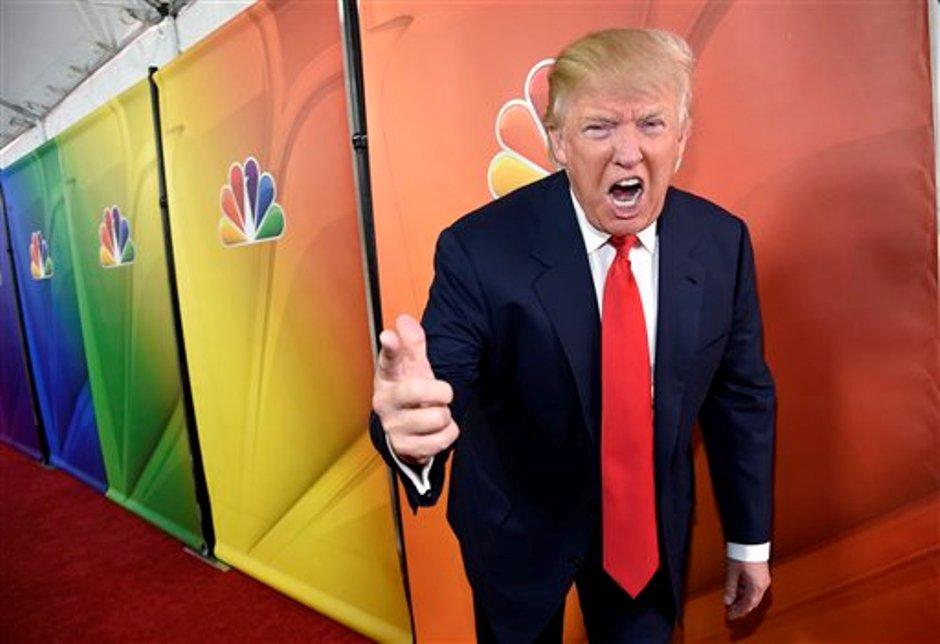 """Fotografía de archivo del 16 de enero de 2015 de Donald Trump, entonces conductor del programa de televisión """"The Celebrity Apprentice"""" posando para los fotógrafos en Pasadena, California. (Fotografía de Chris Pizzello/Invision vía AP, Archivo)"""