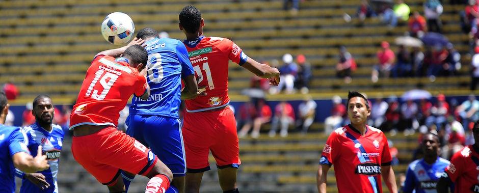 2016-10-29-QUITO-ECUADOR. Partido Nacional vs. Emelec en el Olimpico Atahualpa. APIFOTO/JUAN RUIZ