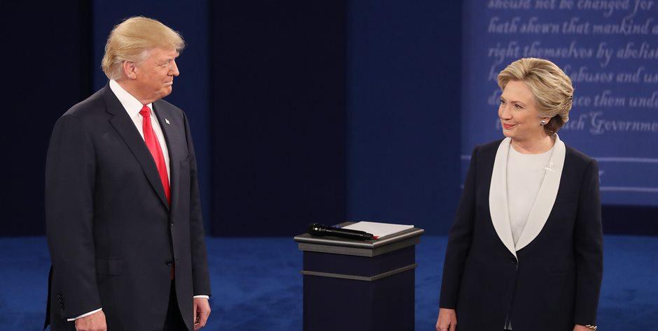 Donald Trump y Hillary Clinton, al empezar su segundo debate en la Washington University, en St. Louis, Missouri. EFE/EPA/JIM LO SCALZO