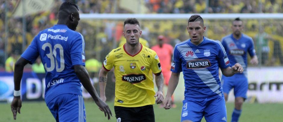 GUAYAQUIL - ECUADOR (27-11-2016). Partido Barcelona - Emelec, jugado en el estadio Monumental, válido por la Fecha 20 (Segunda Etapa) del Campeonato Ecuatoriano 2016. API FOTO / ARIEL OCHOA