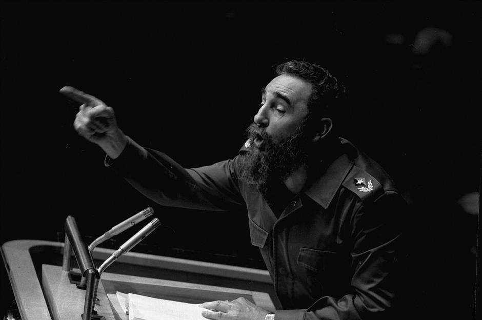 ARCHIVO - En esta foto del 12 de octubre de 1979, el presidente cubano Fidel Castro pronuncia un largo discurso ante la Asamblea General de Naciones Unidas. El actual mandatario Raúl Castro anunció la muerte de Fidel el viernes 25 de noviembre de 2016 (AP Foto/Marty Lederhandler, archivo)