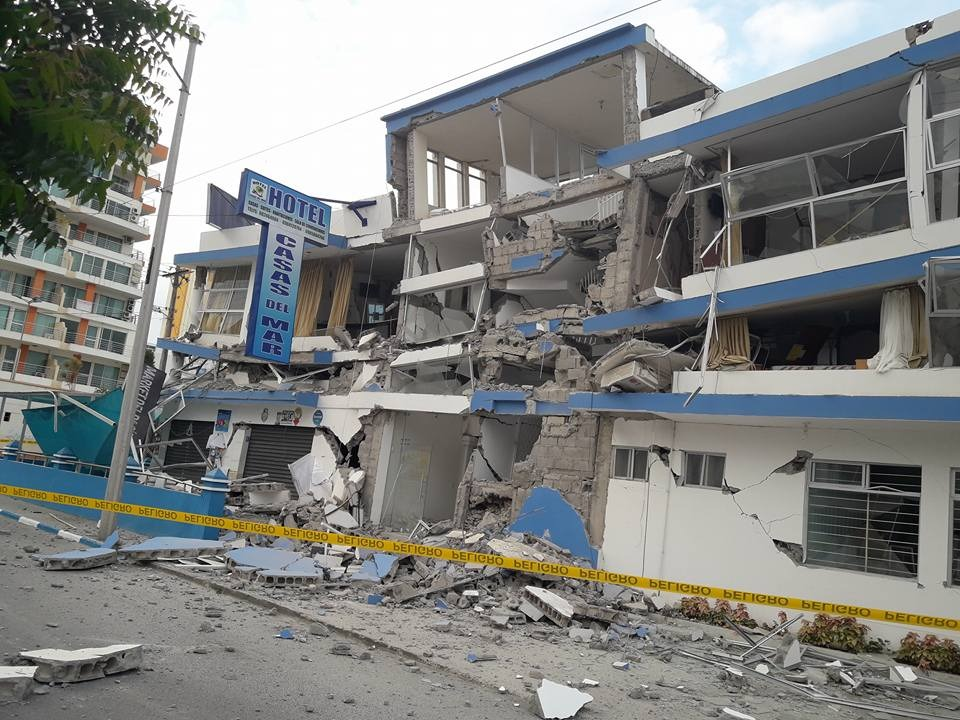 Atacames, la mañana del 19 de diciembre de 2016, tras un terremoto 5.8.