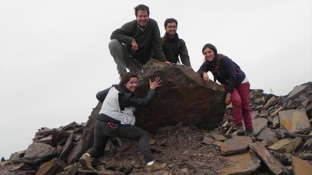 Julieta Arrouy junto con colaboradores brasileños que participaron del hallazgo. Foto: gentileza investigadora