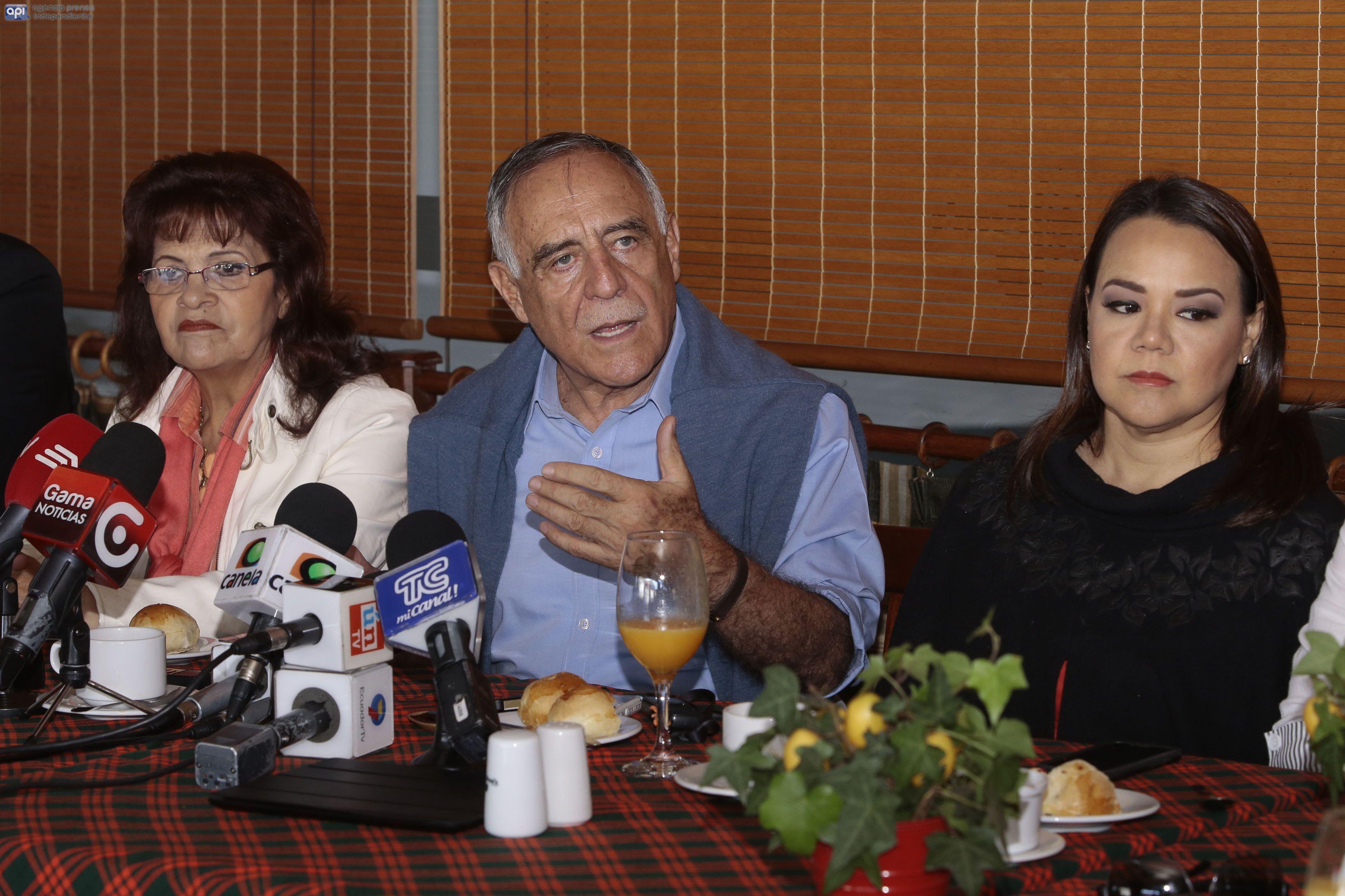 Rueda de prensa del candidato presidencial Paco Moncayo al inicio de la campaña electoral. FOTOS API/ JUAN CEVALLOS.