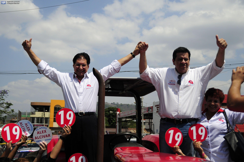 PORTOVIEJO - ECUADOR (03-01-2017). Lanzamiento de campaña del candidato a la Presidencia del Ecuador, Washington Pesántez, junto a su binomio Álex Alcívar, de la Lista 19, en el Auditorio del CNE Manabí. API FOTO / ARIEL OCHOA
