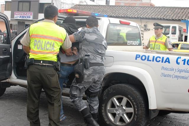 Siete polic as detenidos en operativo contra narcotr fico for Ministerio del interior ecuador telefonos