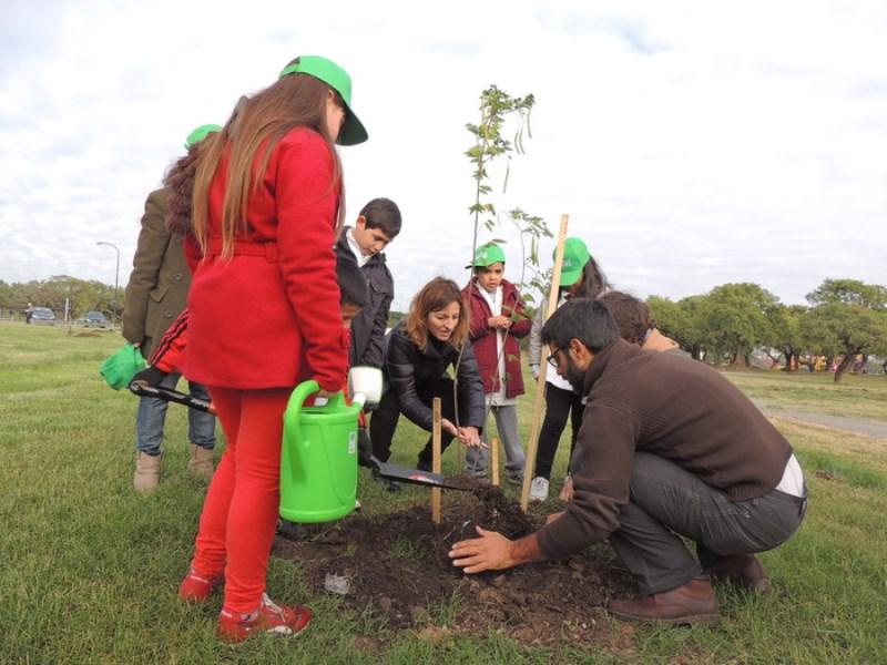 dia de la tierra BA planta arboles