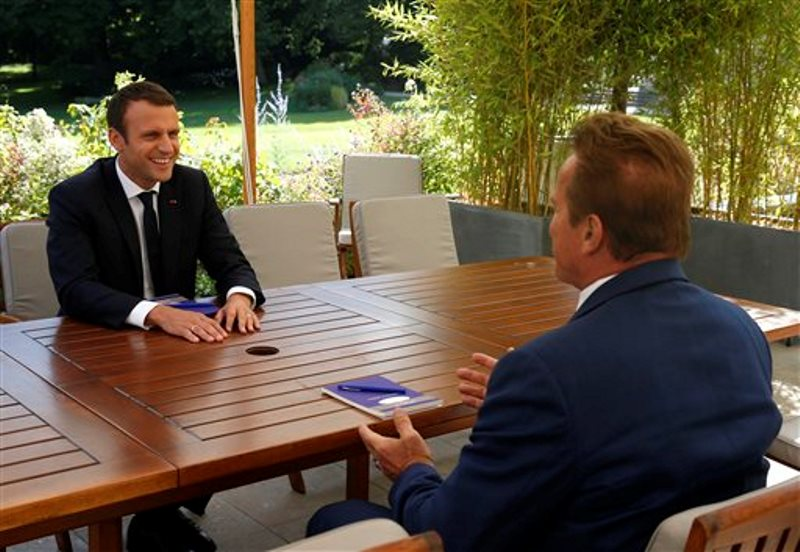 Emmanuelle Macron y Shwazeneger