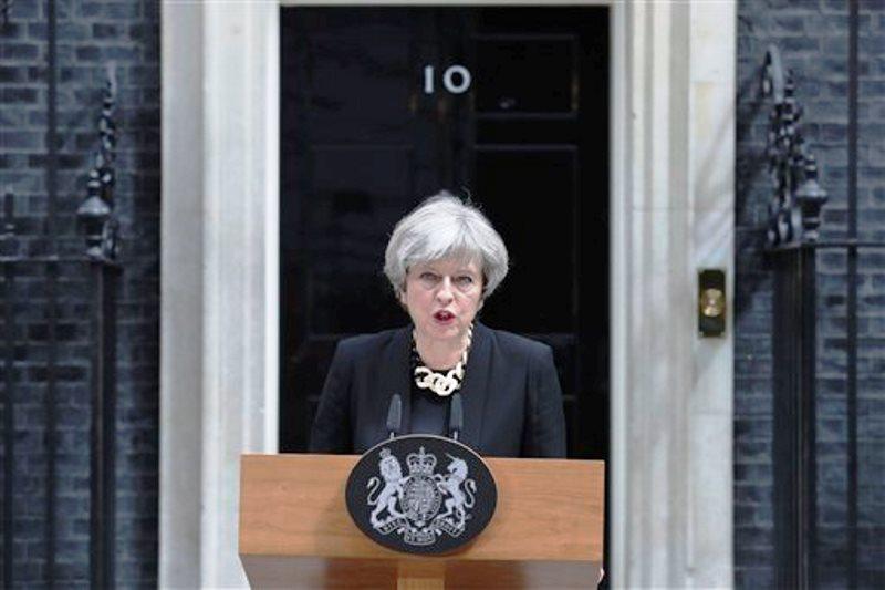 Theresa May habla balcón Downing Street