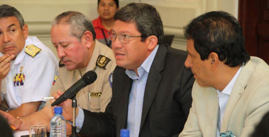 C sar navas present queja contra la fiscal thania moreno for Nombre del ministro de interior y policia