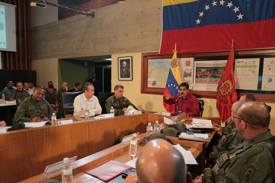 Maduro ataca a Pence por reunirse con «terroristas» venezolanos en Miami