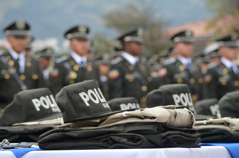 Amenezan a fiscal tras detenci n de funcionarios de for Sueldos del ministerio del interior