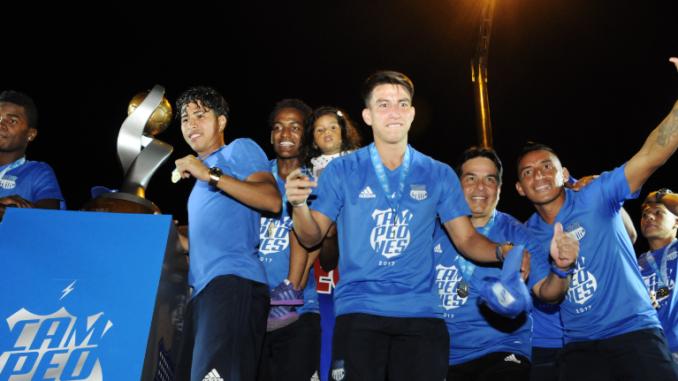 Jugadores del Club Sport Emelec celebraron el campeonato 2 017. Fotos   Marcos Pin   API 37a3c429a6b