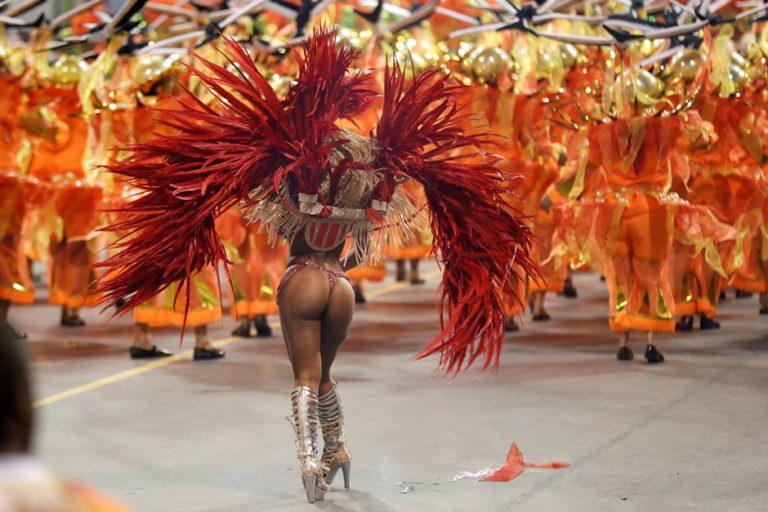 фото карнавальных задниц бразилии кауина
