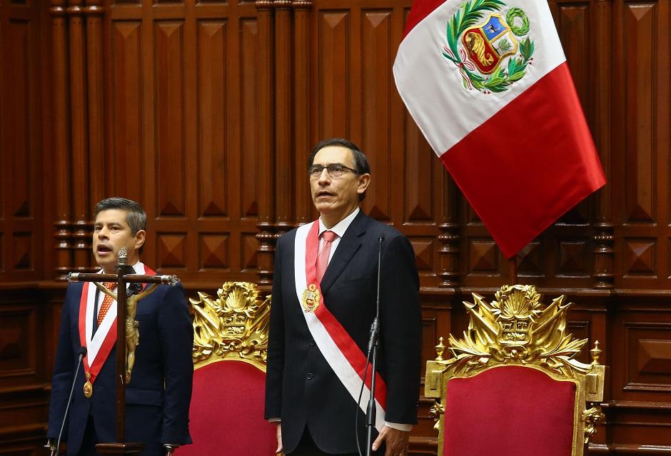 El ingeniero Martín Vizcarra jura como nuevo presidente de Perú