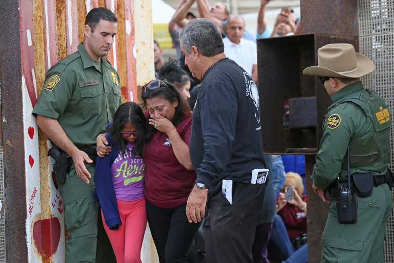 US-MEXICO-BORDER-FAMILIES
