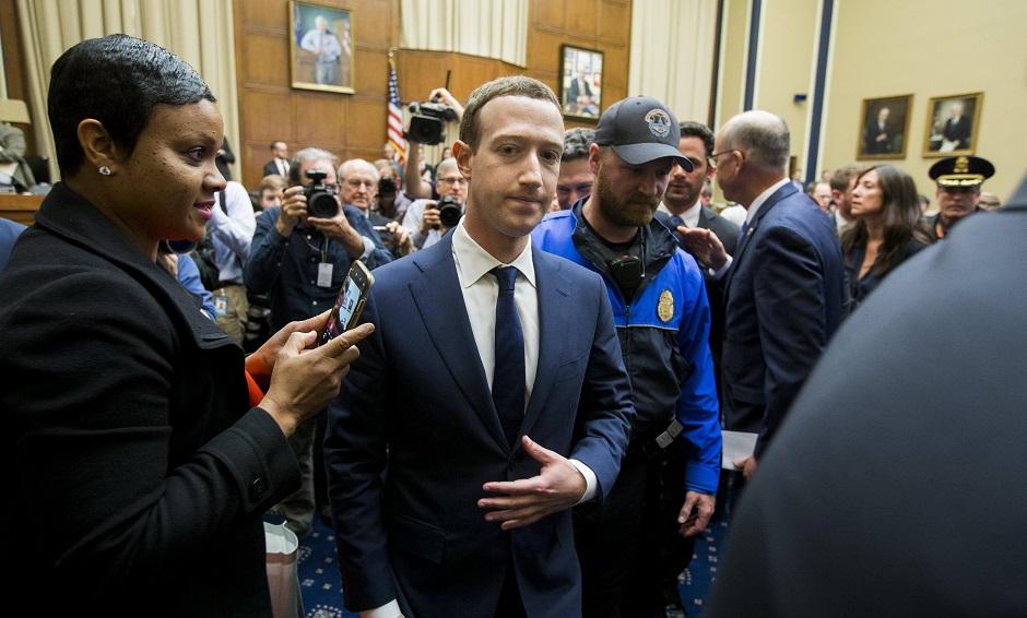 Zuckerberg reconoce que Cambridge Analytica accedió a sus datos en Facebook