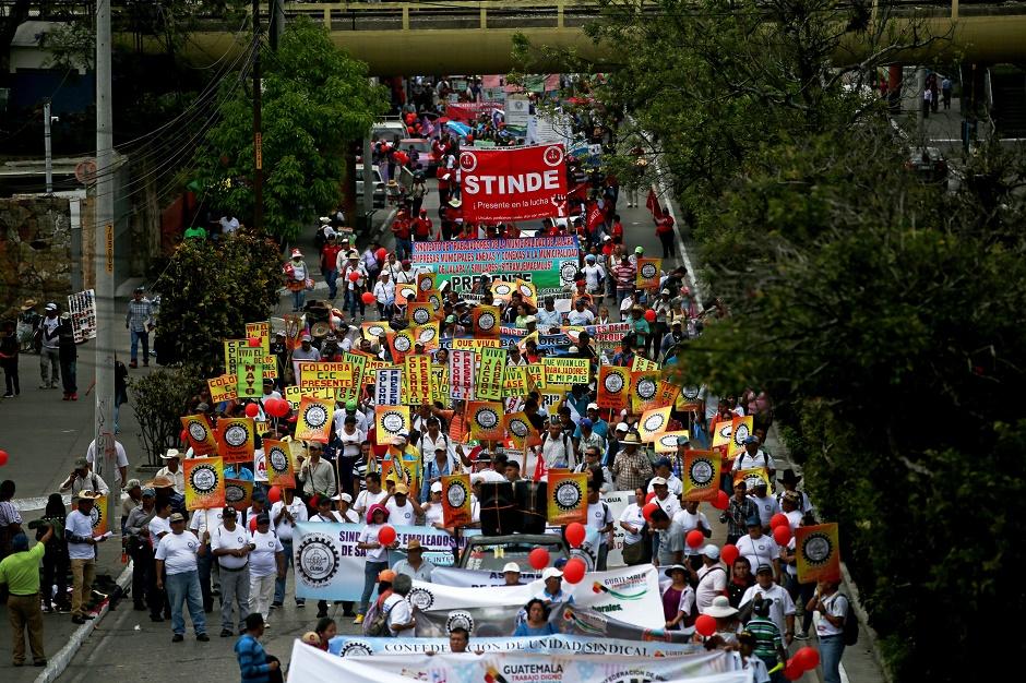 MILES DE TRABAJADORES PIDEN MEJORES SALARIOS Y CONDICIONES CON MARCHA EN GUATEMALA